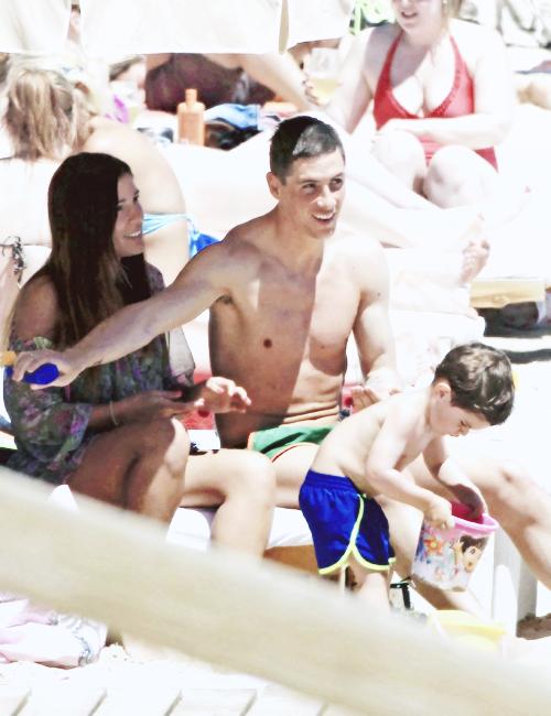 Chỉ khi nào có các con ở bên cạnh thì mới thấy Torres nở nụ cười
