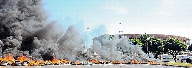 Đã có một buộc biểu tình lớn, biến thành bạo loạn trước khi tổ chức khai mạc Confederations Cup 2013