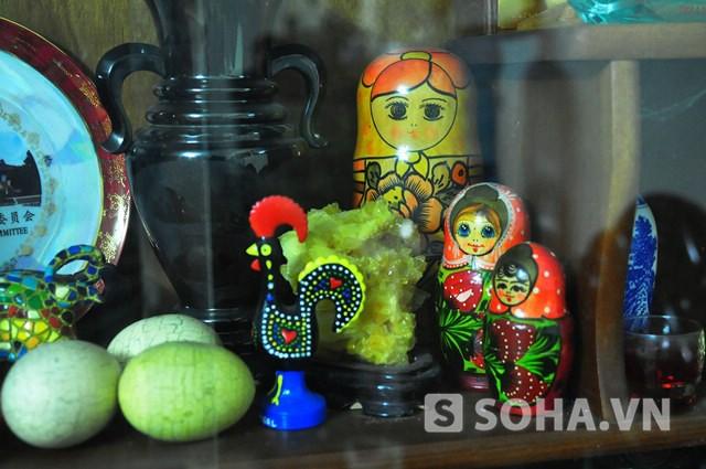 Bộ búp bê gỗ truyền thống ông được Bộ Văn hóa Nga tặng khi kết thúc chuyến thăm