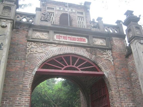 Cổng vào Việt phủ Thành Chương đã được đầu tư kỹ lưỡng.