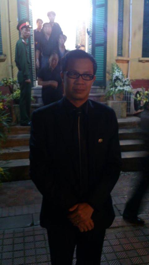 Ông Nguyễn Hữu Thái Hòa trong lễ viếng Đại tướng tại nhà riêng 30 Hoàng Diệu (Ảnh: FB)