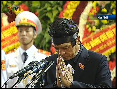 Ông Võ Điện Biên thay mặt gia đình đọc lời cảm tạ
