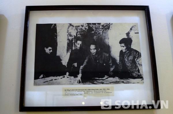 Bộ Tổng tư lệnh bàn kế hoạch tác chiến Đông Xuân năm 1953-1954