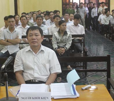 Ông Vũ Văn Luân - đại diện cho Đoàn Văn Vươn tại tòa.
