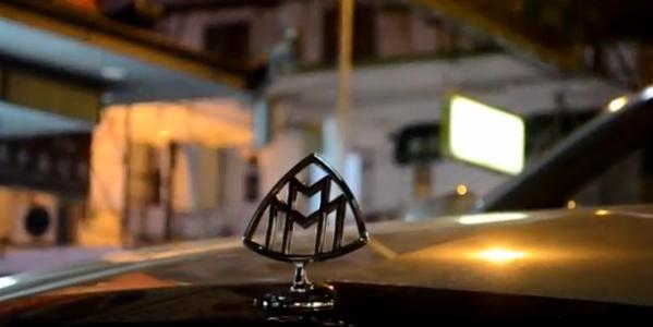 Logo của hãng trên mui xe