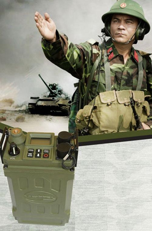 Hình minh họa máy thu phát vô tuyến điện sóng ngắn cầm tay VRP612 dùng cho quân đội để sử dụng liên lạc trong dải tần số từ 2MHz đến 11,9999MHz.
