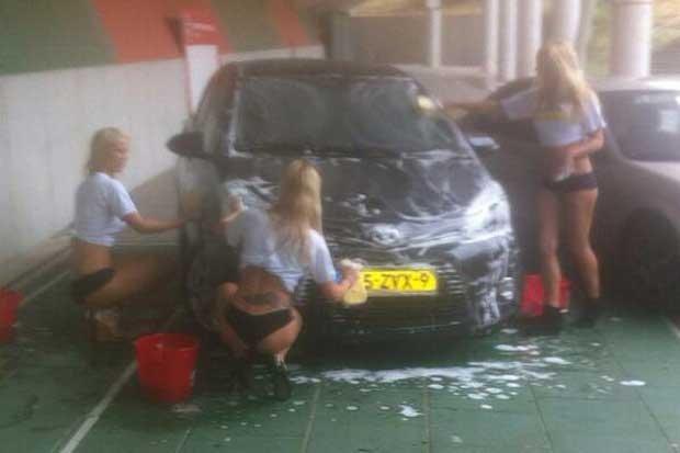 Đội ngũ mỹ nhân rửa xe của CLB N.E.C