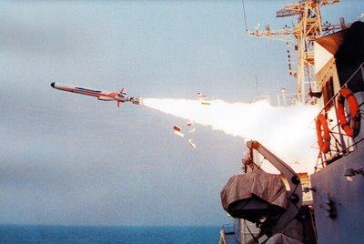 Tên lửa YJ-62 được phóng từ tàu chiến