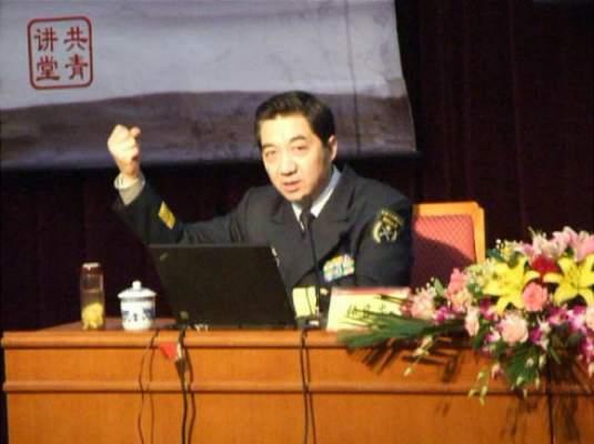 Điệu bộ hăm dọa của Trương Triệu Trung khi diễn thuyết