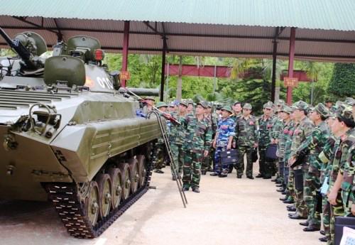 Dù được coi là thế hệ 2 của dòng xe chiến đấu bộ binh Liên Xô nhưng về cơ bản BMP-2 vẫn dùng khung thân BMP-1 với một số cải tiến đáng kể về vũ khí