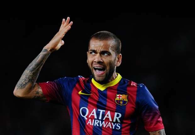 Alves thường xuyên... mắng nhiếc CĐV