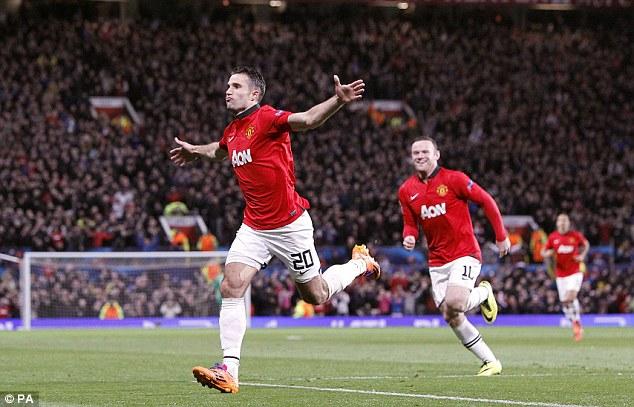 Van Persie tỏa sáng rực rỡ với đôi cánh Rooney
