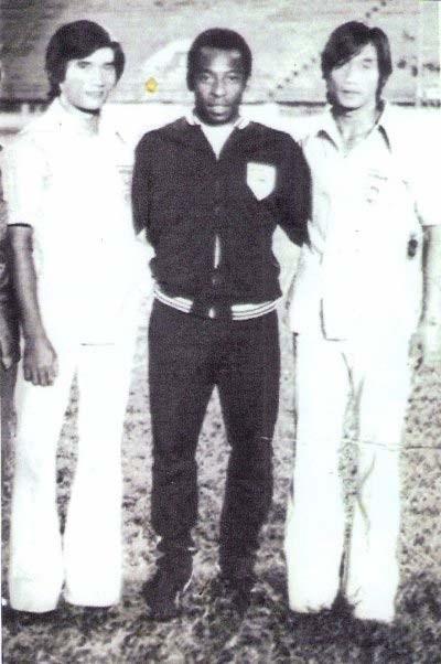 Nguyễn Quốc Bảo, Pele và cựu tiền đạo Quang Đức Vĩnh (từ trái sang phải)