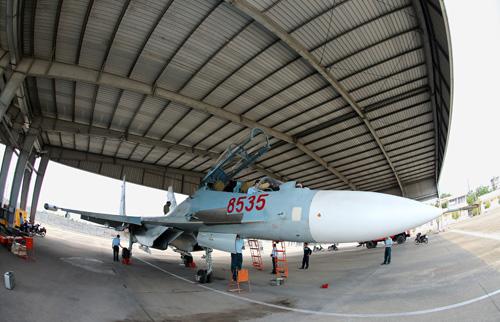 Su-30MK2 trong khu kỹ thuật của Trung đoàn 935