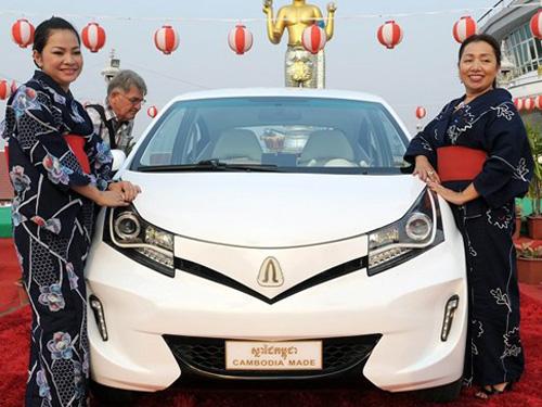 Chiếc xe Angkor EV 2014 tại buổi lễ ra mắt ở tỉnh Kandal ngày 14/2. (AFP/TTXVN)