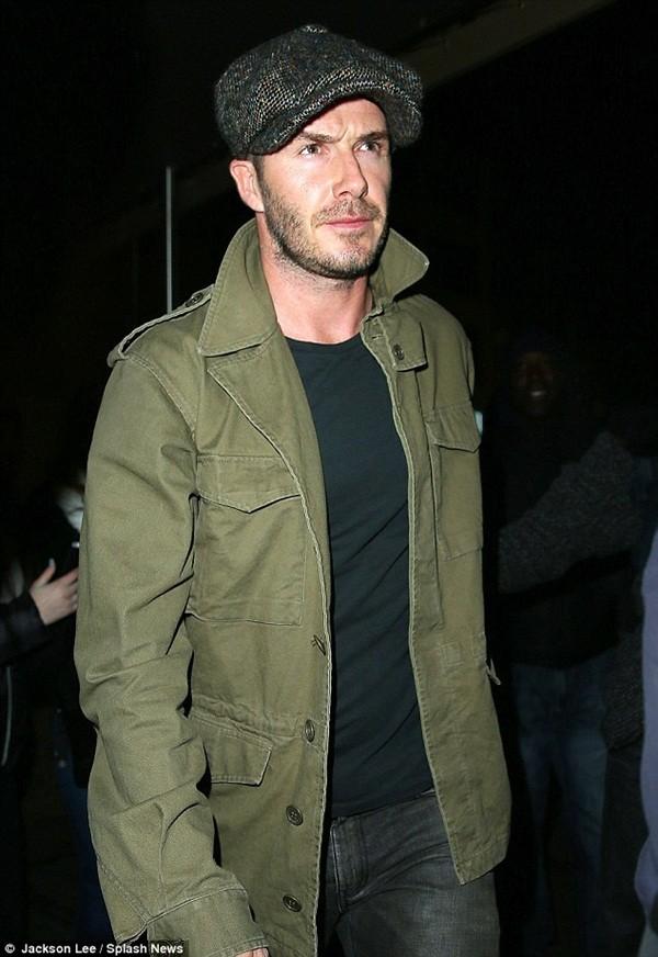 Beckham diện quần áo bảnh bao đi xem bóng rổ 1