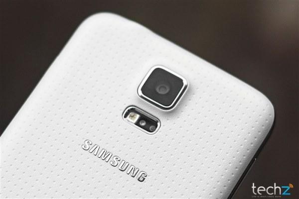Dù bị chê bai, Galaxy S5 vẫn không còn hàng để bán