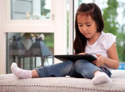 10 hậu quả nghiêm trọng khi cho trẻ chơi iPhone, iPad