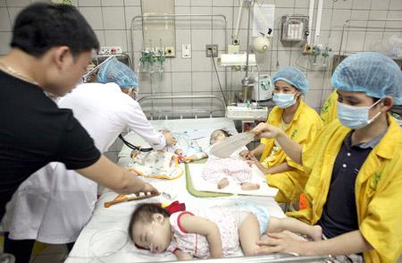 """Không phân tuyến, cách ly tốt từ đầu, Bệnh viện Nhi TƯ đã trở thành """"ổ dịch"""" sởi."""