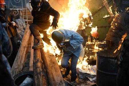 Biểu tình chống Chính phủ ở Kiev đã biến thành bạo lực đẫm máu.