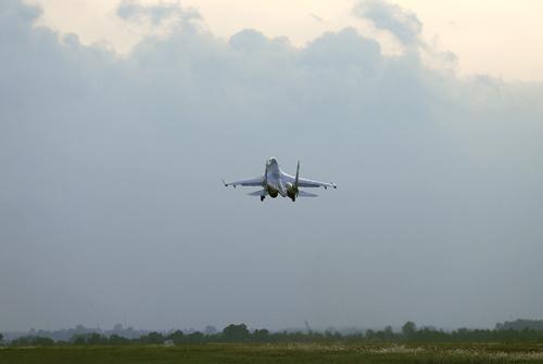 Với tốc độ lúc cất cánh lên đến khoảng 200-300km/giờ Su-30MK2 được coi là loại máy bay chiến đấu đa chức năng tốc độ siêu âm có thể đảm nhiệm cả nhiệm vụ chiếm ưu thế trên không và tấn công mặt đất
