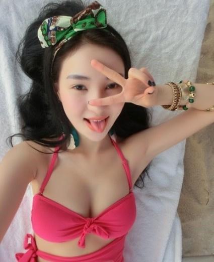 Hot girl tai tiếng Trung Quốc khoe ảnh sexy bên bãi biển 12