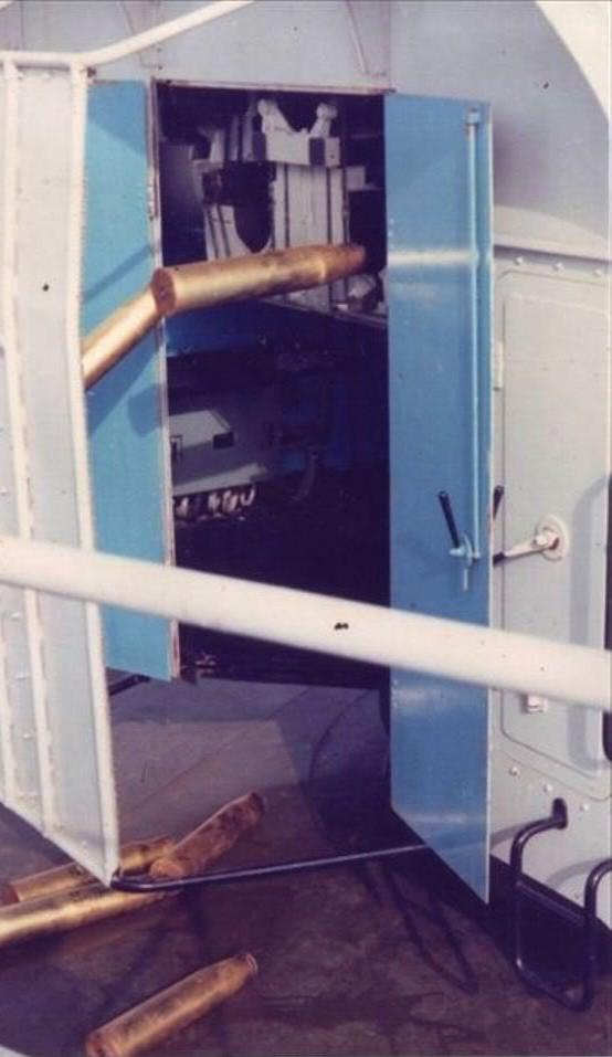 Pháo 100mm là vũ khí mới của Trung Quốc lúc bấy giờ, bắn 104 phát/phút. Tàu Trung Quốc đã tấn công tàu HQ-505 của Việt Nam