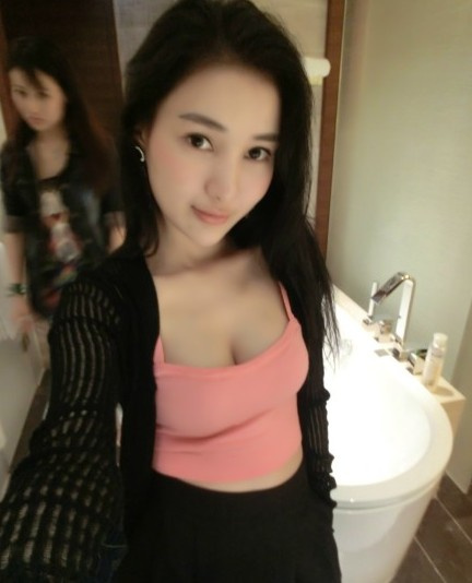 Hot girl tai tiếng Trung Quốc khoe ảnh sexy bên bãi biển 16