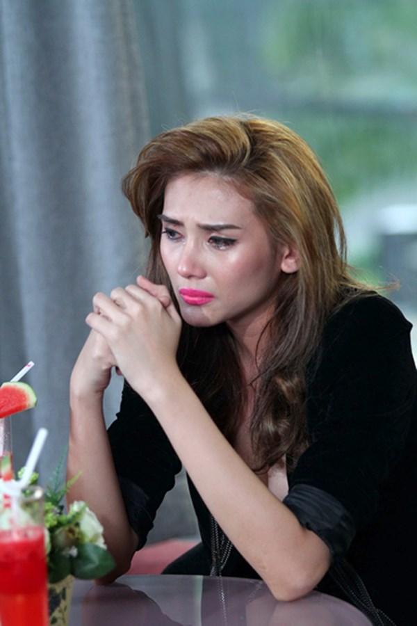 Hoàng Yến bật khóc khi nhắc lại những scandal đã <span class=
