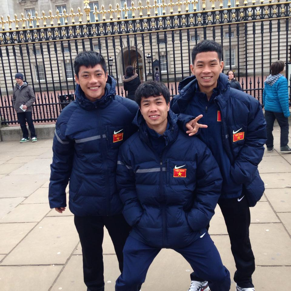 Lâm Ti Phông chia sẻ ảnh chụp với các đồng đội tại U19 Việt Nam (Trùm Tỉnh đứng giữa)