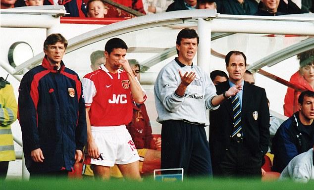 Wenger cũng khởi đầu không ấn tượng bằng Moyes khoi mới đến Arsenal
