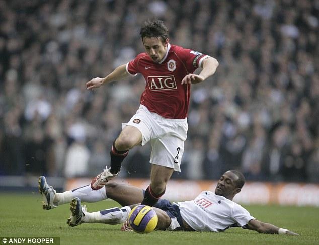 Gary Neville là huyền thoại sống ở Man United