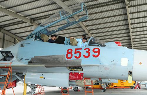 Việc chuẩn bị cho ban bay được đội ngũ kỹ sư hàng không và nhân viên kỹ thuật thực hiện từ khá sớm