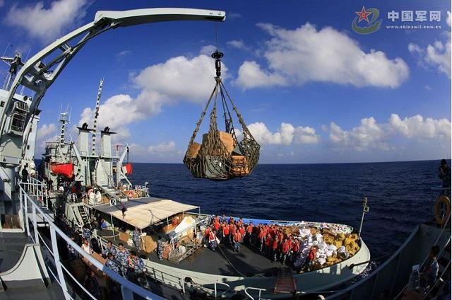 Cùng với đó, hàng hoá và nhiều nhu yếu phẩm được chuyển tới đây bằng tàu thuyền và cẩn cẩu hiện đại.