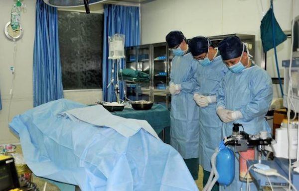 Các bác sĩ nghiêng mình bày tỏ sự thương xót trước hành động dũng cảm của Xiaotian