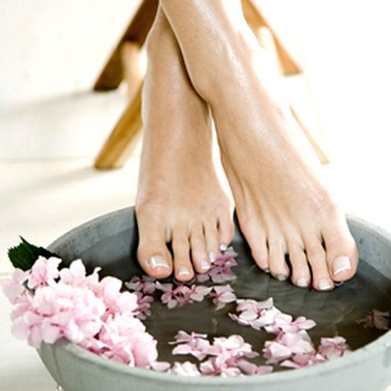 Loại bỏ mùi hôi chân quá đơn giản bằng 9 loại nước ngâm chân 2