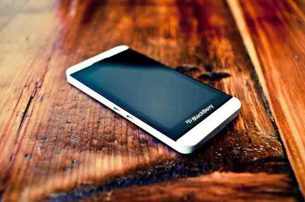 BlackBerry Z10 bản màu trắng sẽ được bán từ mai với giá 4.5 triệu đồng