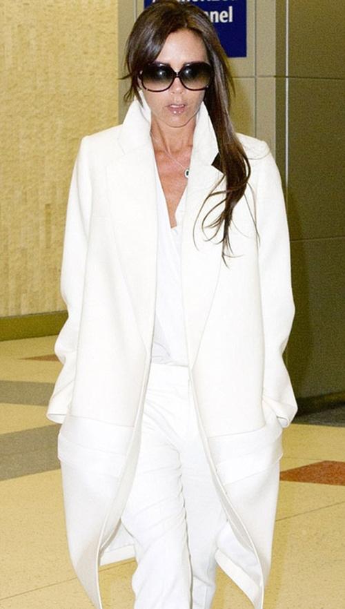 Victoria Beckham gây ngạc nhiên khi vận đồ đụng hàng nhiều ngày 2