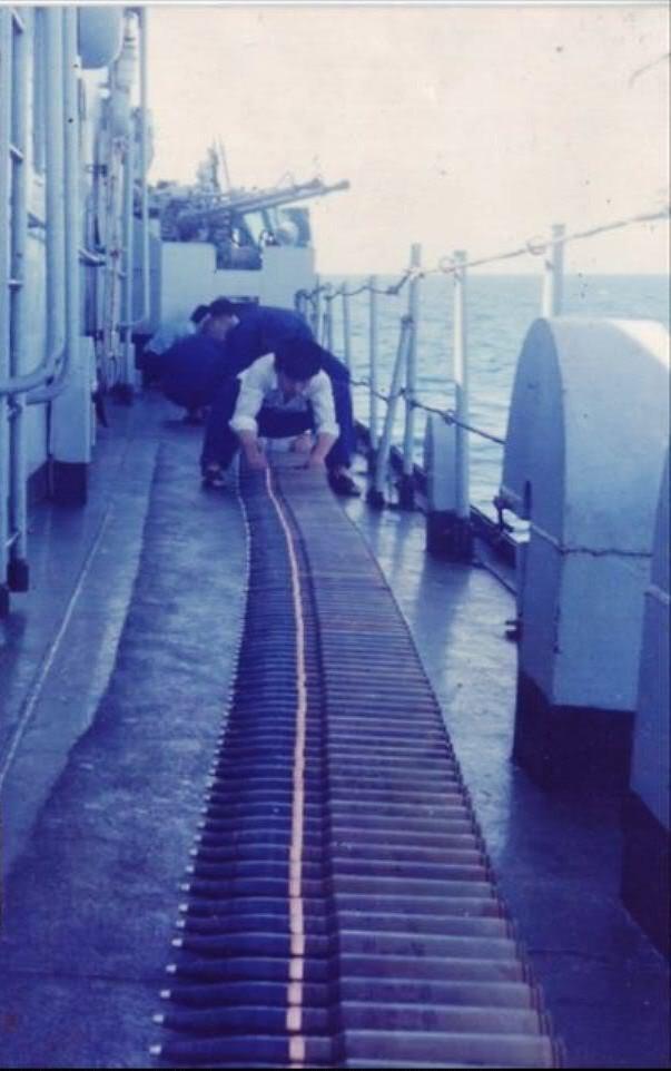 Quân đội Trung Quốc chuẩn bị đạn dược trên tàu 929