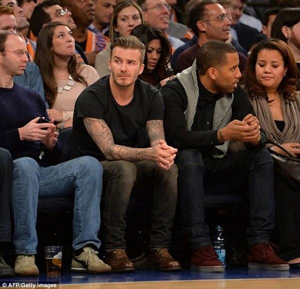 Beckham diện quần áo bảnh bao đi xem bóng rổ 3