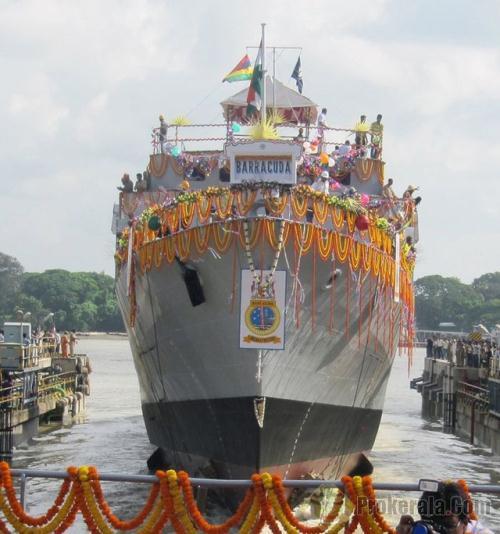 Barracuda có lượng giãn nước 1.300 tấn, dài 74,1m; rộng 11,4m; tốc độ di chuyển 20 hải lý/giờ.