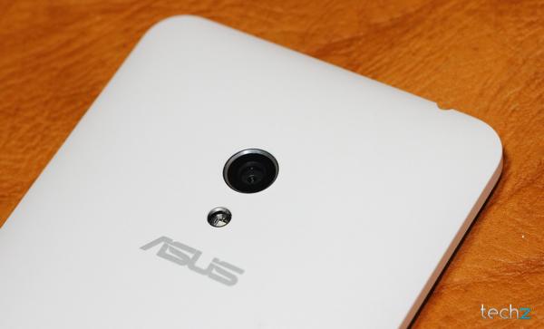 Zenfone 5: Vẻ đẹp đến từ những chi tiết