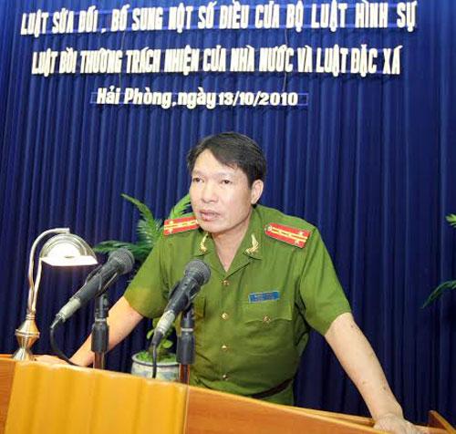 Ông Dương Tự Trọng phát biểu tại một buổi hội nghị sửa đổi luật bồi thường trách nhiệm của Nhà nước và luật đặc xá năm 2010 (Ảnh: Thanh niên)
