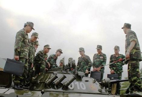Ngoài ra do cỡ đạn nhỏ hơn nên BMP-2 có cơ số đạn lớn hơn (300 viên so với 40 viên của BMP-1)
