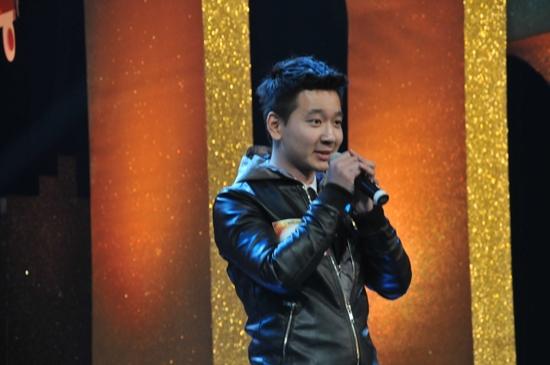 Phong cách đơn giản cùng giọng ca tốt đã giúp Thanh Tùng gây chú ý.