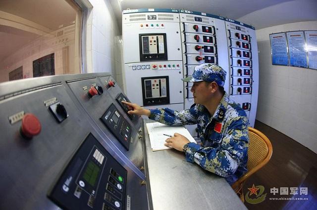 Một phòng vận hành máy khoan dầu trái phép của Trung Quốc trong nhà chân cao thế hệ thứ 3.