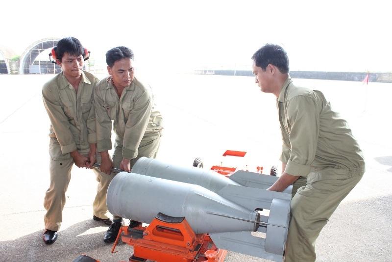 Bom thông thường