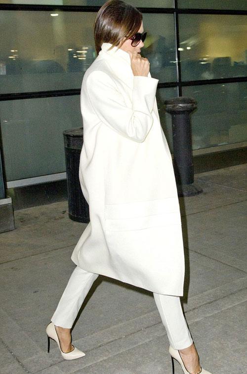 Victoria Beckham gây ngạc nhiên khi vận đồ đụng hàng nhiều ngày 4