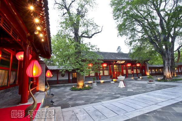 Điếu Ngư Đài không chỉ là nơi nghỉ ngơi, thư giãn của các bậc đế vương Trung Hoa xưa, mà còn là nơi các nhà lãnh đạo Trung Quốc trước năm 1978 thường lui tới sinh sống, nghỉ ngơi, tiếp đón khách.