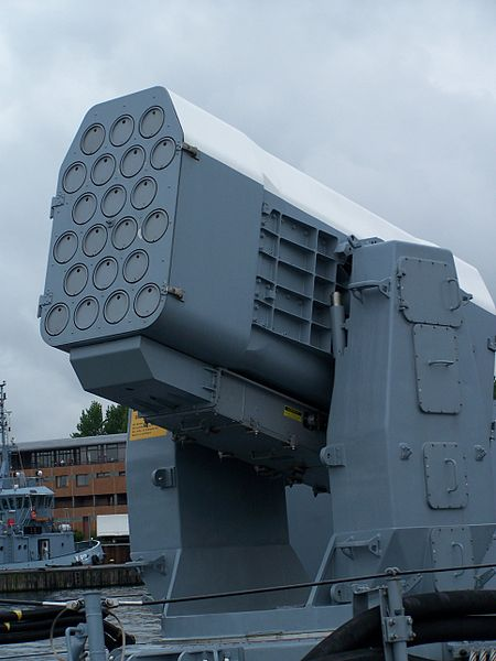 Cận cảnh bệ phóng tên lửa Exocet và RAM ở đuôi tàu